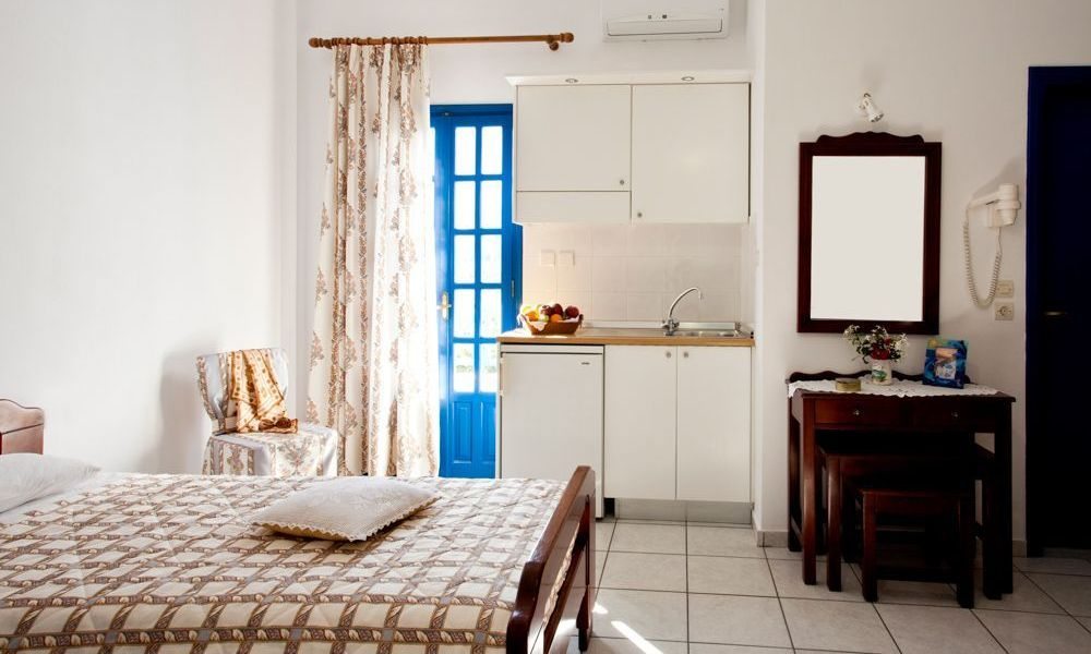 santorini-studios-for-rent-16