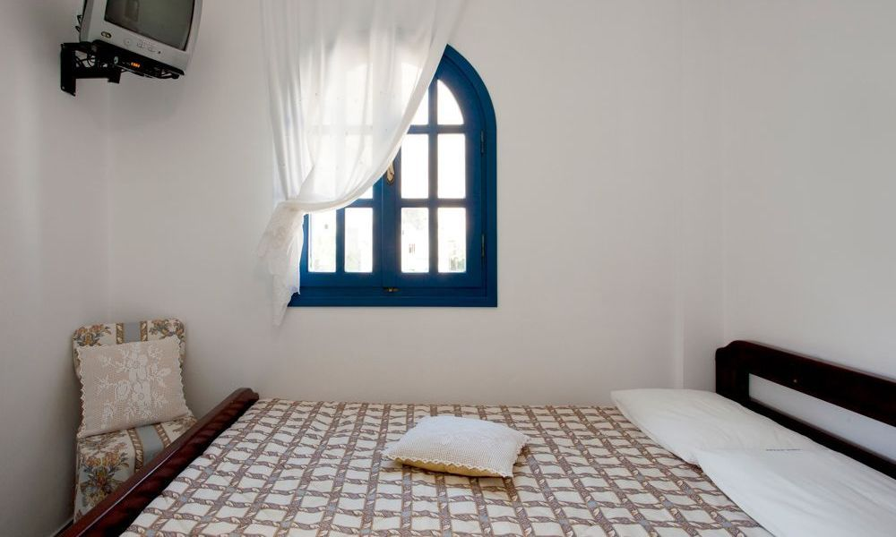 santorini-studios-for-rent-18